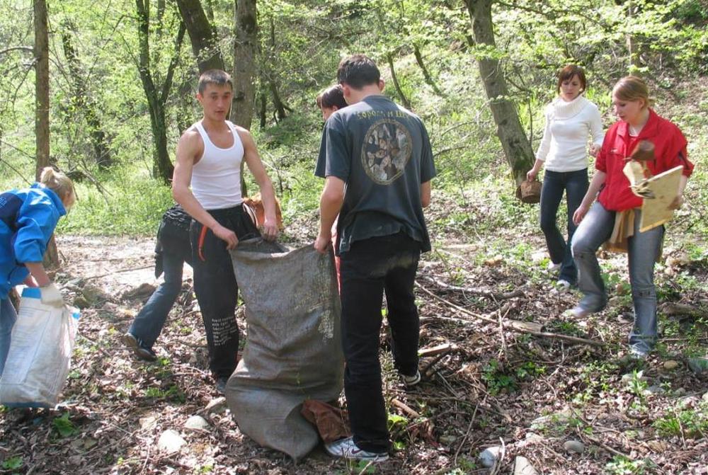 Активисты акции «Чистый лес».