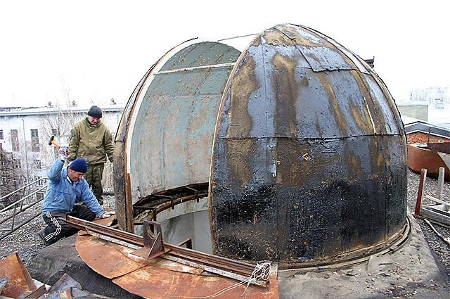 До ремонта главный купол астрофизической обсерватории КубГУ представлял собой жалкое зрелище.