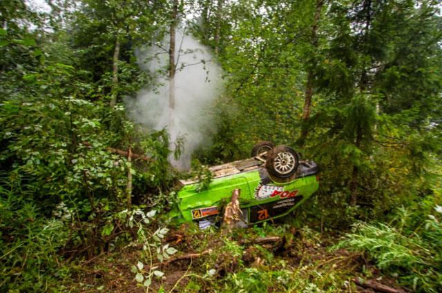 Дмитрий Долганов и Константин Киселёв – неудачное приземление после трамплина и «убор» в лес.