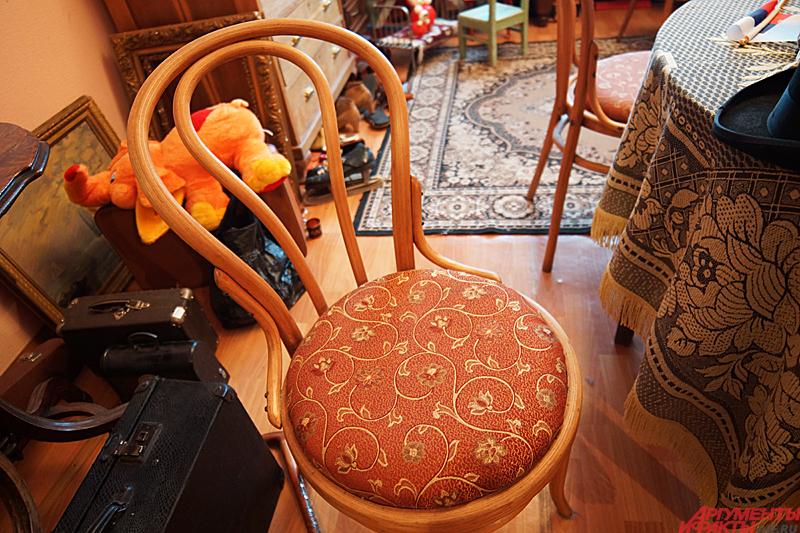 Полноценный антикварный стул иногда приходится собирать из нескольких находок