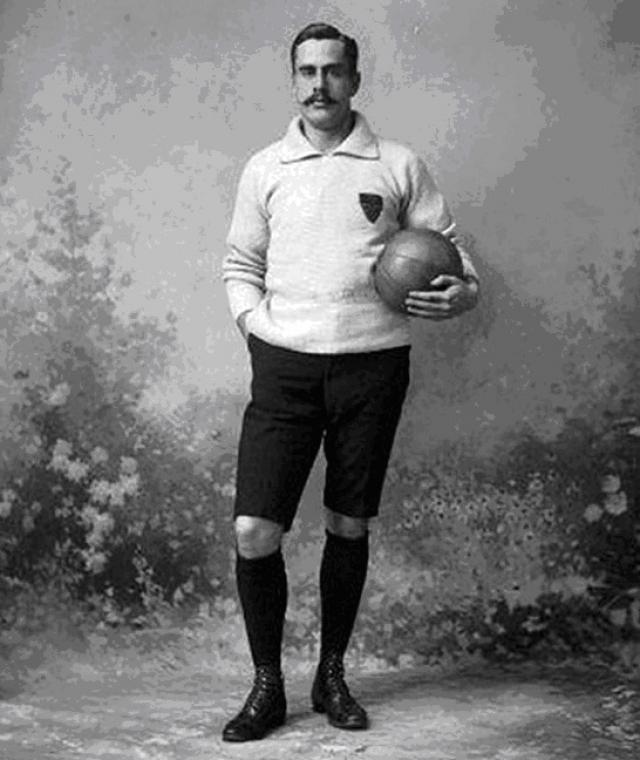 первую футбольную команду в России составили англичане с завода Саввы Морозова.