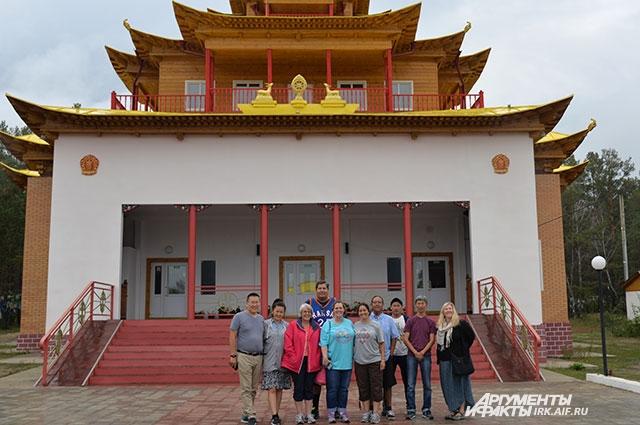 В Бурятии делегация посетила Иволгинский дацан - главный для российского буддизма храмовый комплекс.