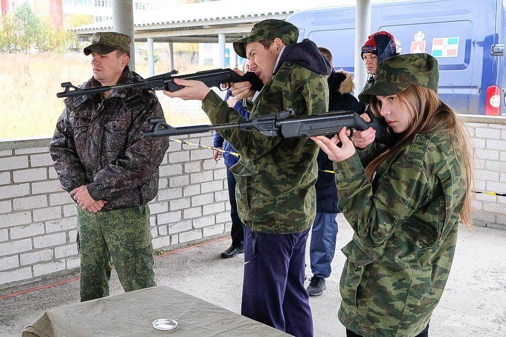 В соревнованиях наравне с юношами принимали участие и девушки.