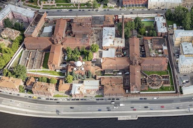 Корпуса тюрьмы построены в форме крестов.