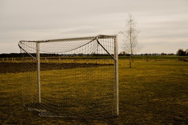 Так выглядит большонство футбольных полей в Ростовской области
