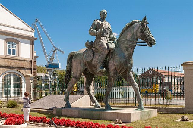 Памятник Франсиско Франко в Ферроле.