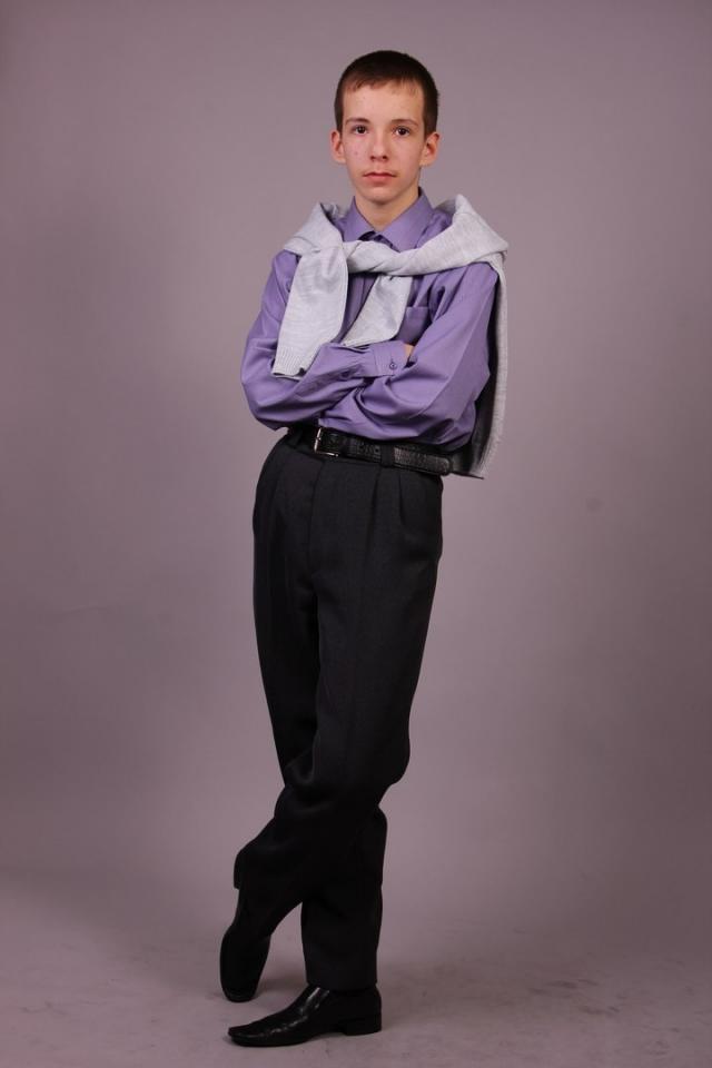 Максим живет и учится в Свердловской области.