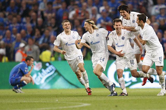 Игроки ФК Зенит после победы в финальном матче Кубка УЕФА. 2007 год