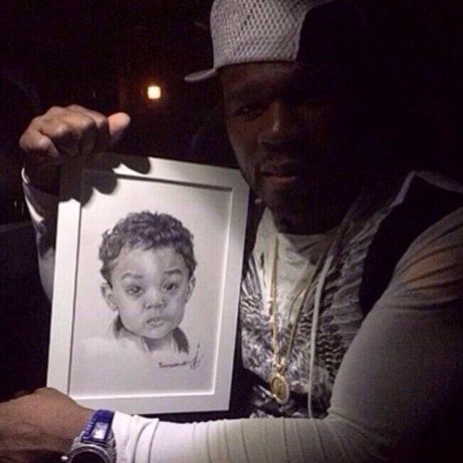 Curtis Jackson, более известный как рэпер 50 Cent с портретом сына.