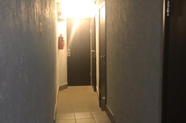 Коридоры в этом хостеле тоже узкие.