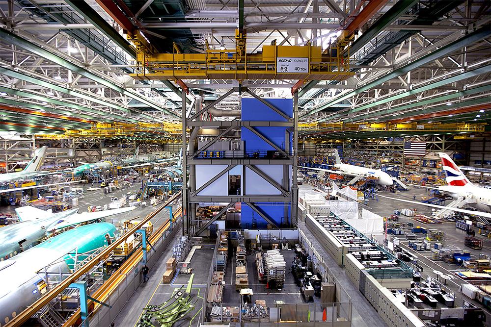 Сборочный цех крупнейшего в мире авиастроительного предприятия — Эвереттского авиационного завода, возведённого специально под производство «747»,