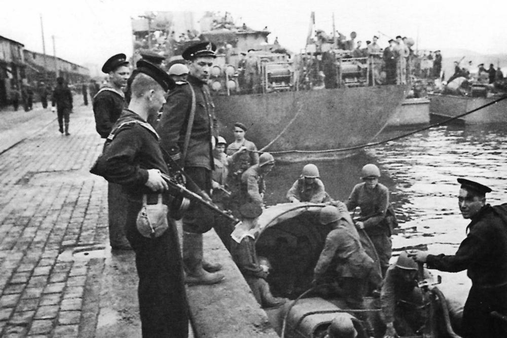 Воины-тихоокеанцы в порту Райсин.