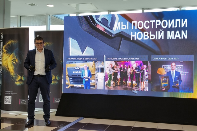 Продукт презентует коммерческий директор российского отделения автоконцерна Павел Селев.