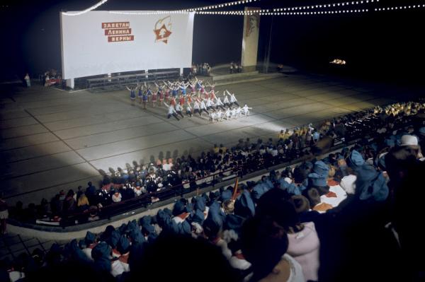 Вечер на костровой площадке в Артеке, 1972 год