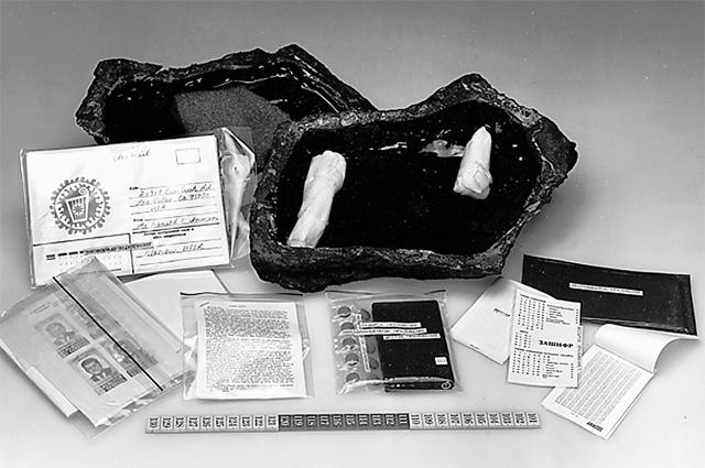 Контейнер ЦРУ «камень» и его содержимое, конец 1970-х гг.