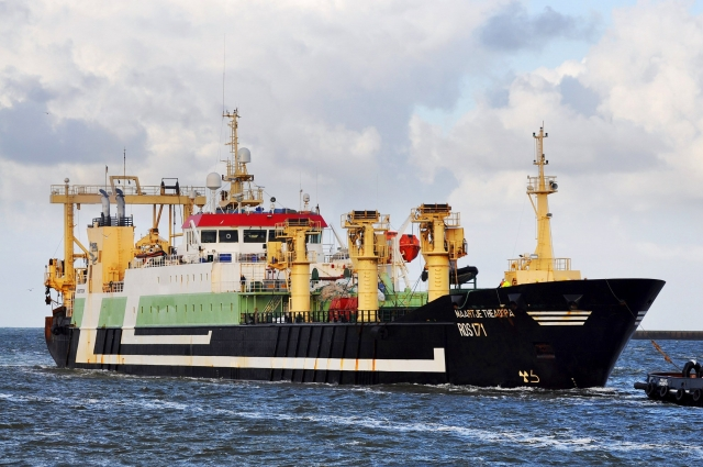 На голландском судне Maartje TheАdora сегодня работает самый большой трал в мире. И сделали его в «Фишеринг Сервис»