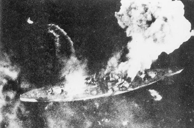 «Тирпиц» под огнём британцев.
