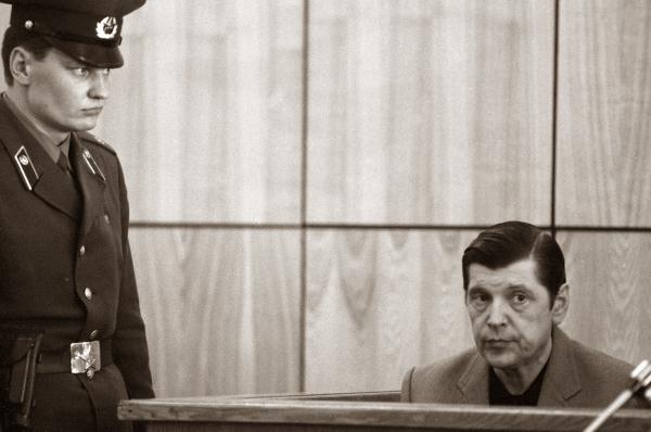 Юрий Чурбанов (справа) на скамье подсудимых, 5 сентября 1988 года