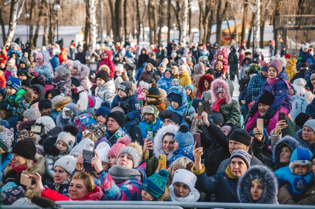 Самарцы пришли на встречу с Главным Волшебников в парк имени Юрия Гагарина.