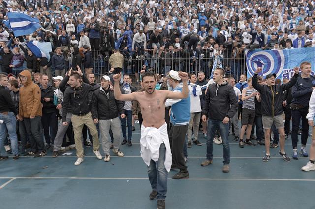 Фанаты Зенита во время матча с Динамо