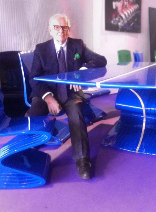 Пьер Карден и его «утилитарные скульптруры» — стол и стул «Cobra», 2012 год.