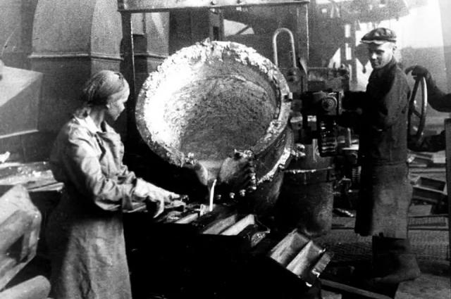 В годы войны УАЗ был единственным вСССР предприятием, производившим алюминий.