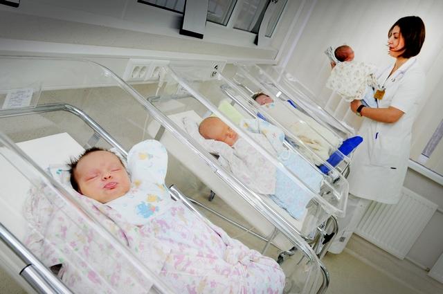 Кировчанка родила сразу четырех дочек.