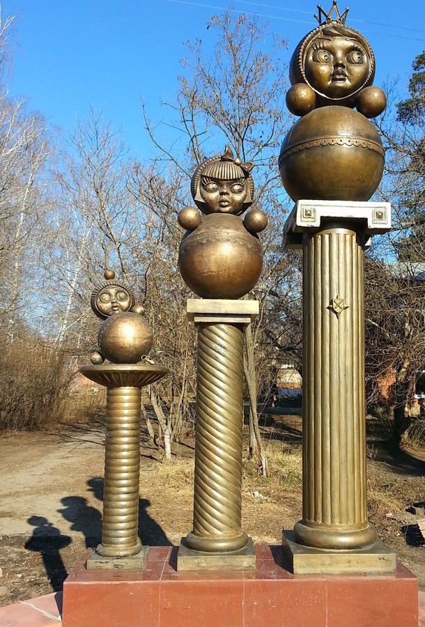 Памятник неваляшке в Котовске.