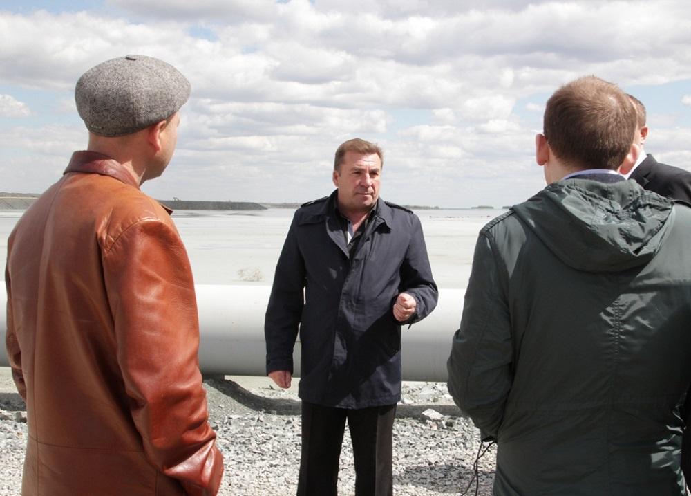 У начальника ПТО Михеевского ГОКа Александра Ивлева во время экскурсии на хвостохранилище не было никаких секретов от гостей.