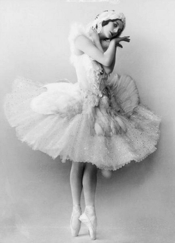 Анна Павлова в образе «Умирающего лебедя»