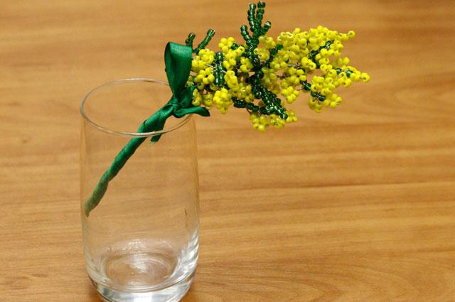 Сохранить внешний вид цветов поможет свежая вода.