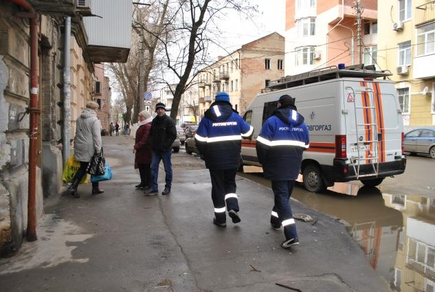 Сотрудники Ростовгоргаза отключили в сгоревшем доме газ