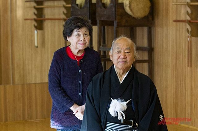 Симадзу Кэндзи-сэнсэй с супругой.