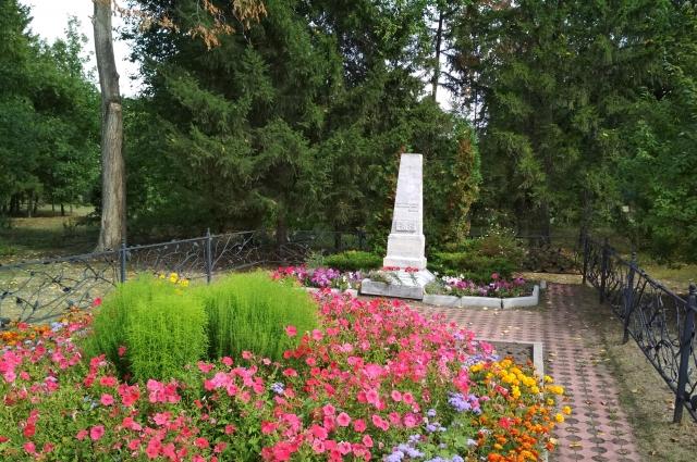Обелиск на могиле П.С. Комиссарова.