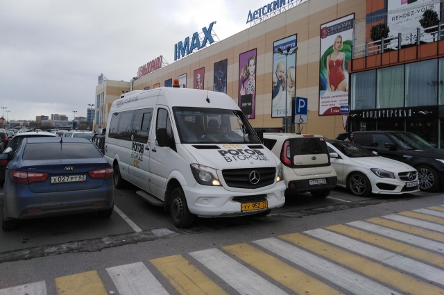 Прибыла съемочная группа телеканала СТС вот на таком микроавтобусе