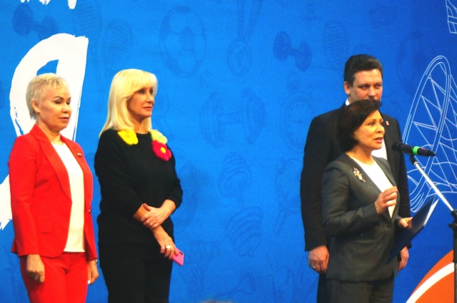 Участников приветствует Ирина Роднина.