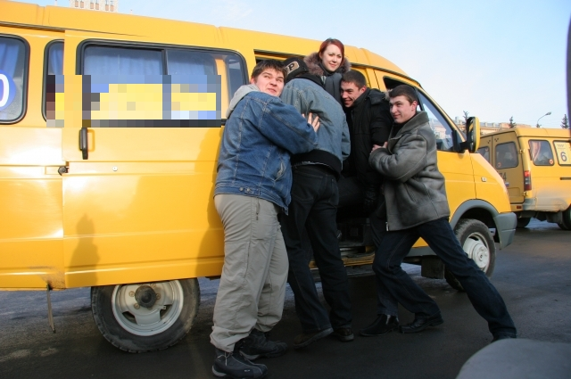 На количество баллов в конкурсе влияли вместимость и год выпуска автобуса.