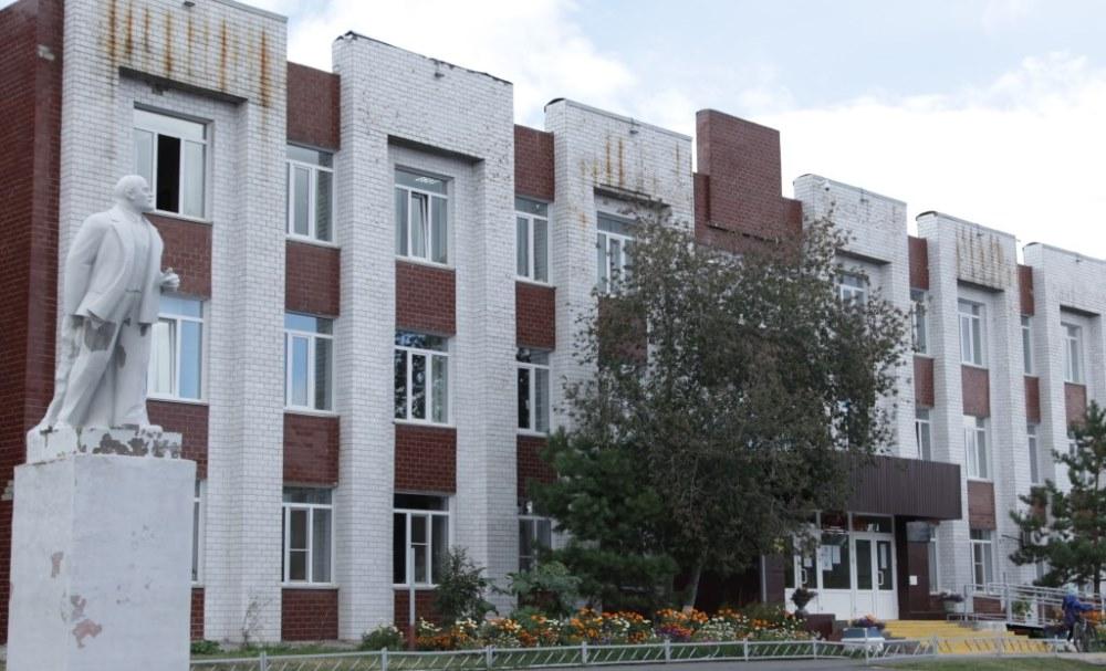 Фасад здание школы искусств города Коркино давно нуждается в обновлении