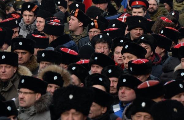 Участники митинга движения Антимайдан на площади Революции в Москве