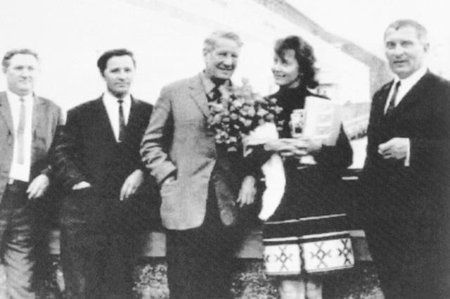 Ким Филби с женой Руфиной (на фото в центре). Фото из архива документов КГБ (1970-80-е гг).