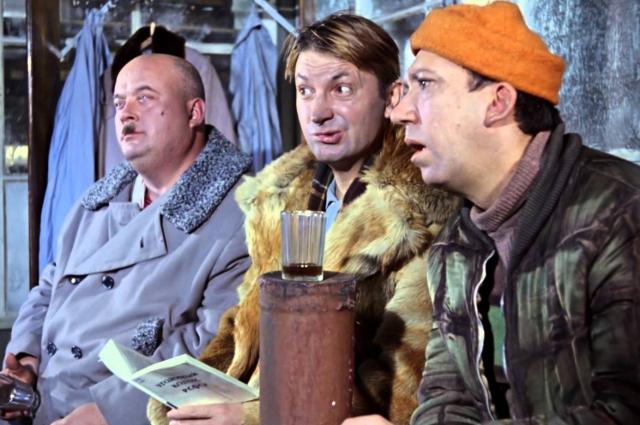 Трио незадачливых антигероев так полюбилась зрителям, что Леонид Гайдай решил задействовать его и в «Операции «Ы».
