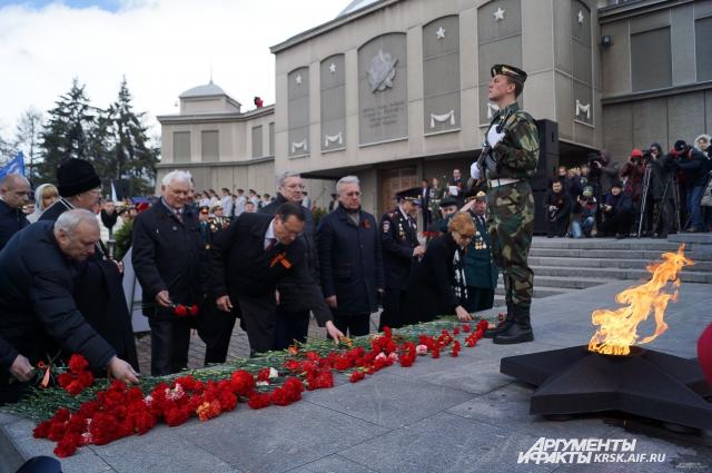 Подвиг героев до сих пор в памяти сибиряков.