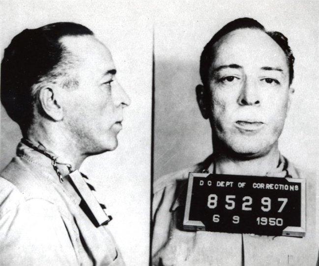 Далтон Трамбо  при поступлении для отбытия срока, FCI Ashland, 9 июня 1950