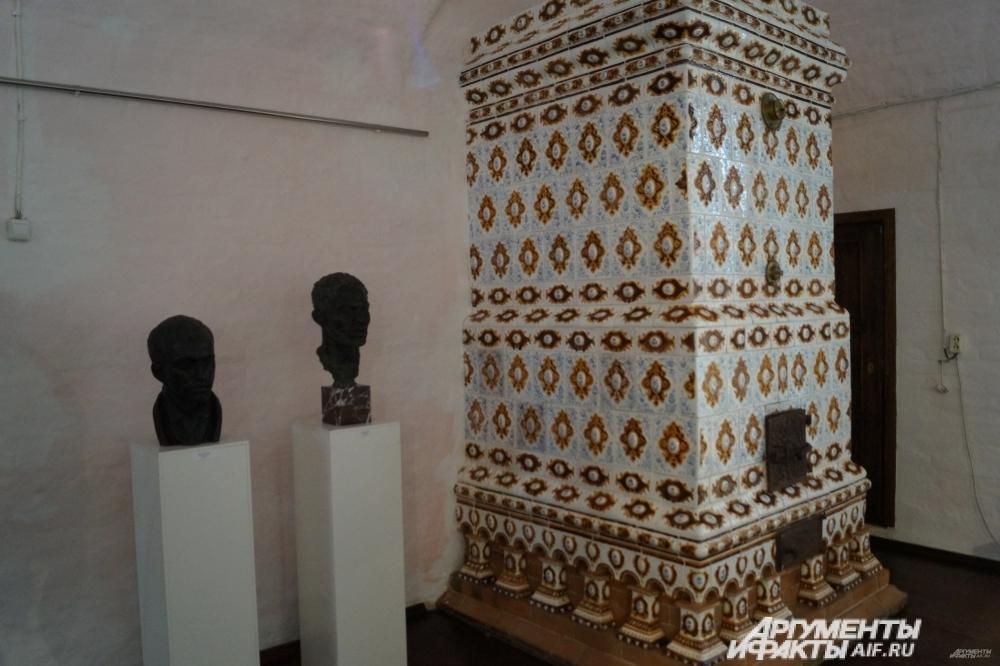 Знаменитые изразцы в Палатах Строгановых.