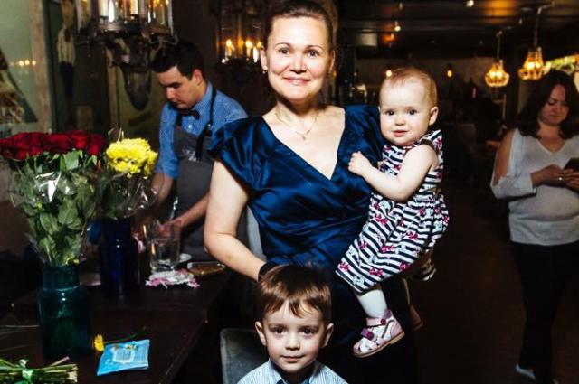 Елена благодарит судьбу за то, что у неё есть свои дети.