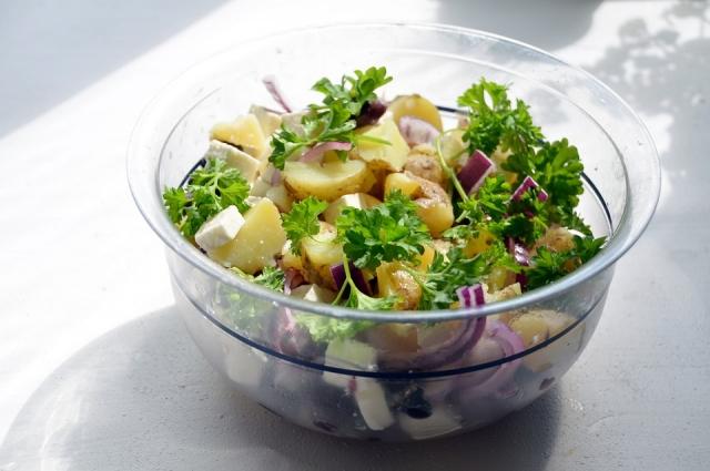 Картофельный салат - очень простое в приготовлении блюдо.