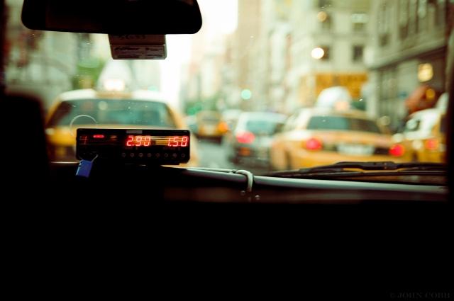 По словам таксиста, сейчас в месяц он и его коллеги в среднем тратят 60 тысяч рублей на обслуживание машины.