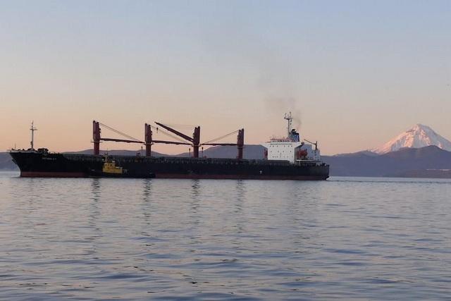 Сухогруз «Регион-87» доставил на Камчатку 35 тысяч тонн топлива.