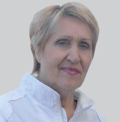 Тамара Гречишникова родилась в областном центре в 1952 году. Окончила технологический институт в Воронеже по специальности инженер-технолог бродильных производств. Работала в Белгороде на заводе лимонной кислоты, затем ведущим специалистом в Брянском центре стандартизации метрологии, а потом на протяжении 21 года - в различных должностях в области охраны окружающей среды в Брянской городской и областной администрациях.