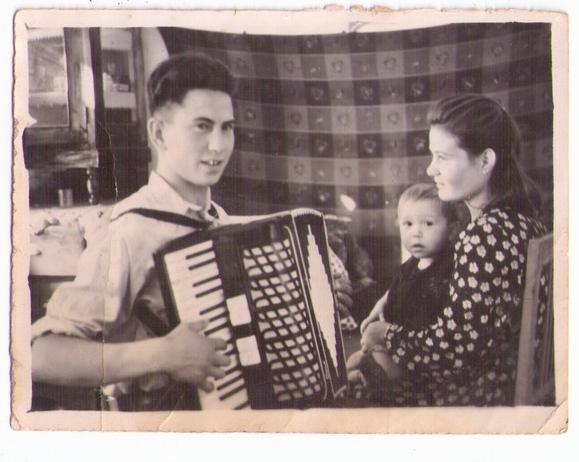 Иван Пургин со своей страстью - аккордеоном.
